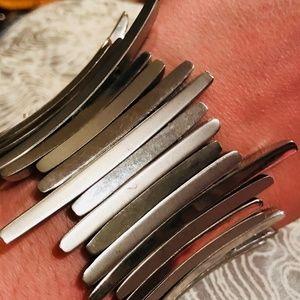 Jewelry - Vintage Silver Tone Stretch Asymmetrical Bracelet!